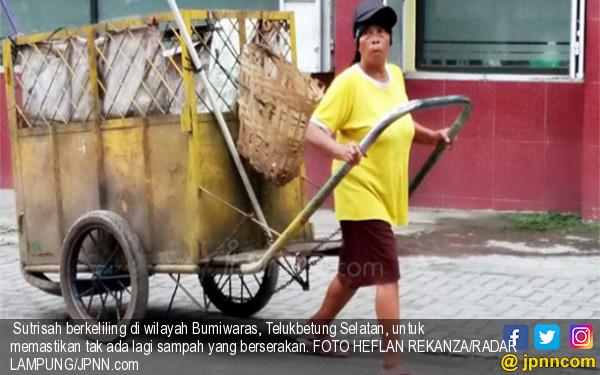 Kisah Inspirasi Petugas Kebersihan Sutrisah Bermimpi Naik Haji