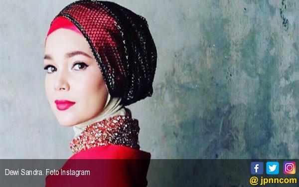 Posting-an Dewi Sandra Sepi, Netizen: Apa Cuma Gue yang Nunggu Kak Dewi Belasungkawa ke Glenn? - JPNN.com