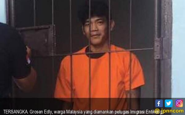 Masuk ke Indonesia, Warga Malaysia Sembunyi di Bawah Jok - JPNN.com