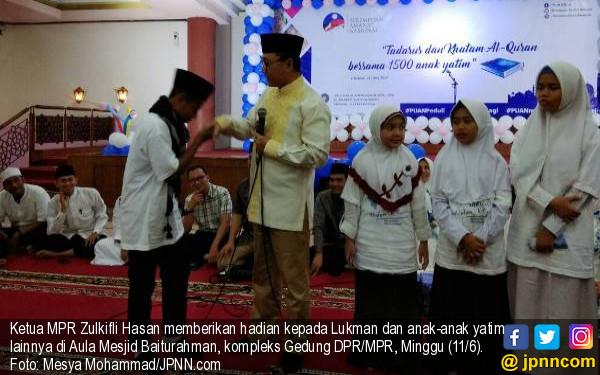 Hadiri Tadarus Alquran 1.500 Anak Yatim, Ketua MPR Bagi-bagi Hadiah - JPNN.com