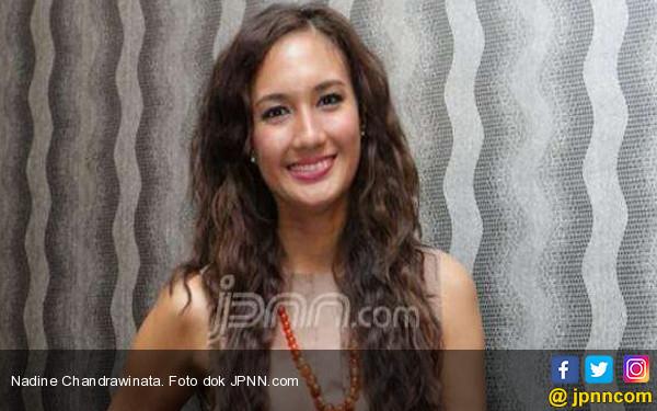 Nadine Chandrawinata Punya Mainan Baru di Malam Hari - JPNN.COM