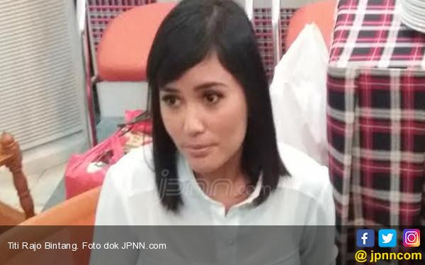 Titi Rajo Bintang Pilih Disuruh Berantem Daripada Ketemu Sama... - JPNN.COM