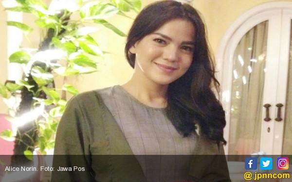 Lagi Seru-serunya Menyusui, Alice Norin Ogah Sentuh Dunia Hiburan - JPNN.COM