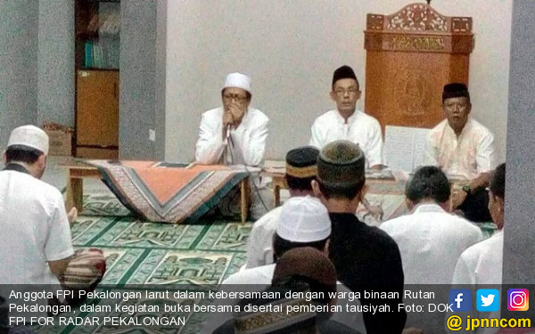 Jelang Maghrib, Puluhan Anggota FPI Masuk Rutan - JPNN.COM