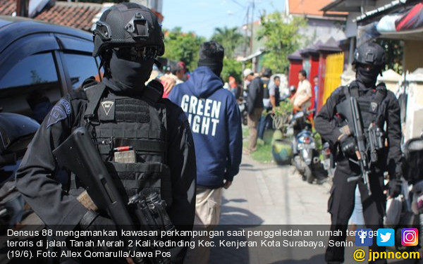 Densus 88 Tangkap Pak Jenggot, Pedagang Sayur Keliling - JPNN.COM