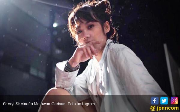 Sheryl Sheinafia Melawan Godaan - JPNN.COM