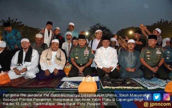 Ulama Sepuh Ajak Umat Islam Ikuti Aksi Kasih Sayang TNI 171717 - JPNN.COM
