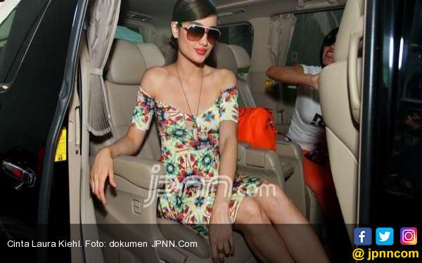 Cinta Laura Terlalu Muda, Acha Hamil Empat Bulan - JPNN.COM