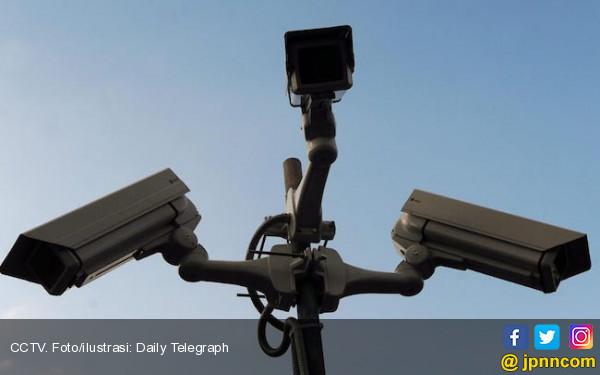 Aksi 2 Pelaku di Gerai ATM Perumnas 3 Terekam CCTV - JPNN.com