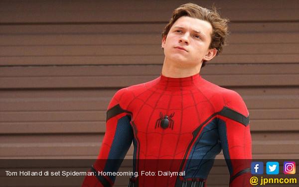 Spider-Man Hebohkan Fan di Bali - JPNN.com
