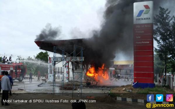 Mobil Terbakar di SPBU, karena Power Bank? - JPNN.COM