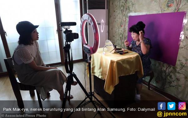 Nenek Penjual Kimchi Itu Kini Jadi Bintang Iklan Samsung dan Lotte - JPNN.COM
