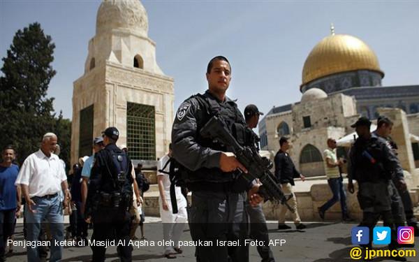 DPR Kecam Pelarangan Salat di Masjid Al Aqsha - JPNN.COM