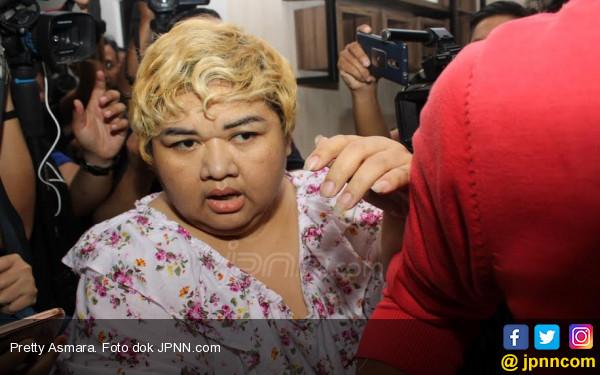 Empat Hari Dirawat, Pretty Asmara Hanya Dijaga Sipir - JPNN.COM