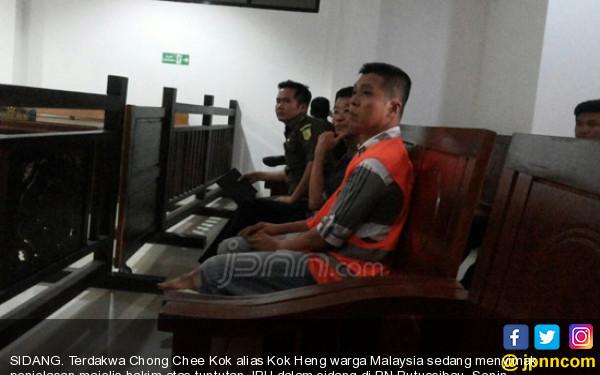Lihatlah, Ekspresi Warga Malaysia Dituntut Mati di PN Putussibau - JPNN.com