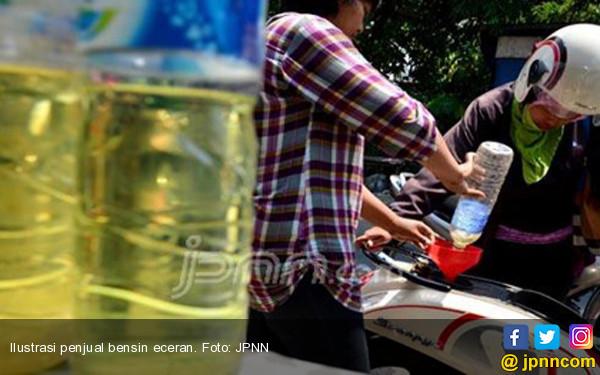 Mengerikan, Remaja Sekarang Ketagihan Hirup Bensin - JPNN.com