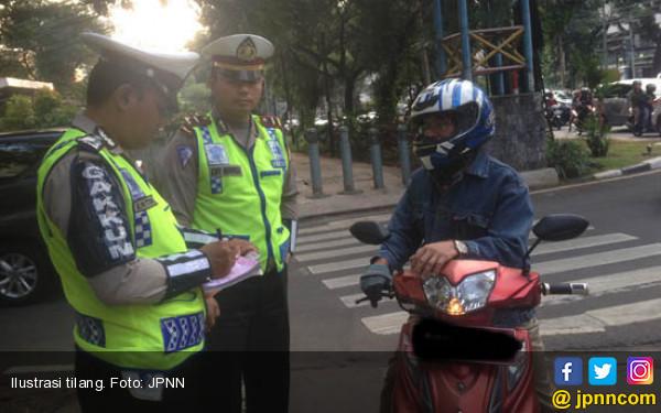 Penerobos JLNT Tanah Abang-Kampung Melayu Siap-siap Ditilang - JPNN.COM