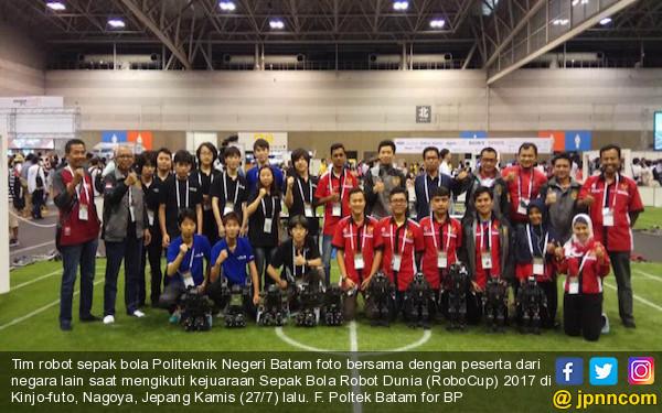 Top! Tim Robot Politeknik Negeri Batam Empat Besar Dunia - JPNN.COM