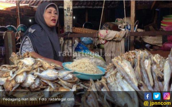 Musim Hujan, Pasokan Ikan Asin ke Padang Tetap Lancar - JPNN.COM