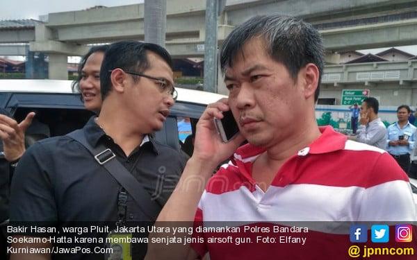 Bawa Pistol ke Bandara, Bakir Ketahuan Polisi - JPNN.com