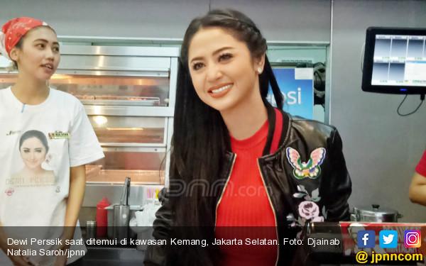 Allhamdulillah, Dewi Perssik dan Rosa Sama - sama Cabut Laporan - JPNN.com