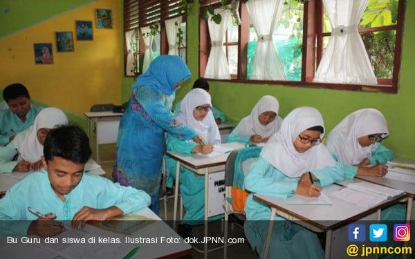 Pengangkatan Guru Honorer jadi CPNS Jangan Banyak Syarat - JPNN.COM