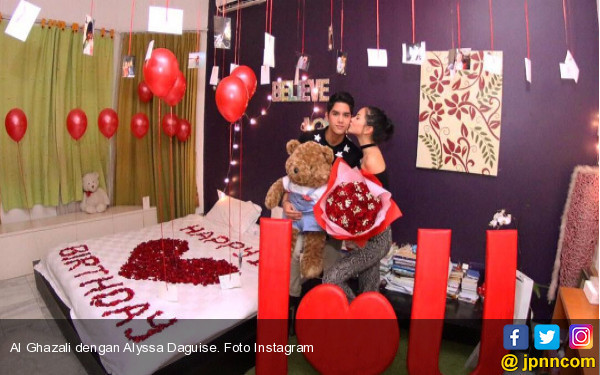 Beredar Video Hot Al Ghazali dengan Alyssa di Kolam Renang - JPNN.COM