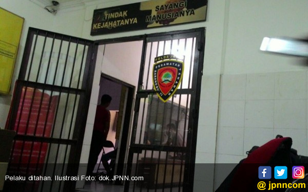 Masuk Lewat Jendela Kamar, Kabur Lupa pakai Celana Dalam - JPNN.COM