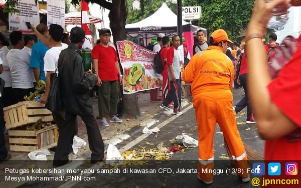 Petugas Kebersihan Keluhan Perilaku Warga di CFD - JPNN.COM