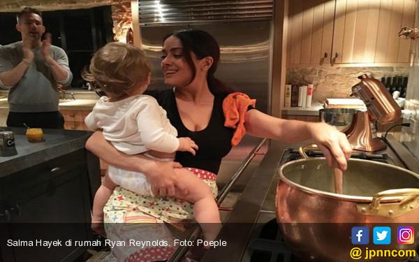 Diundang Makan Malam, Si Cantik Disuruh Masak dan Jadi Babysitter - JPNN.COM