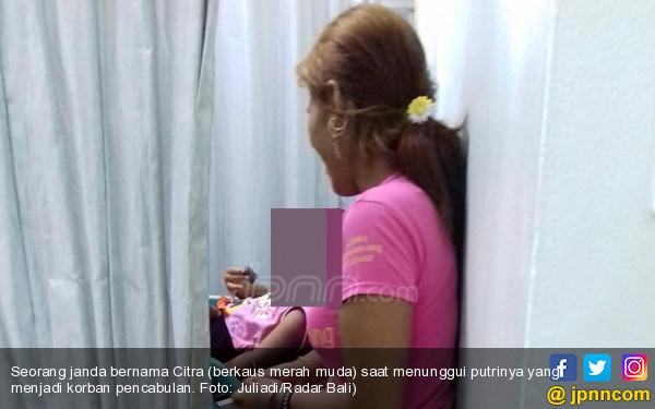 Janda Dipacari, Putrinya Dicabuli - JPNN.COM