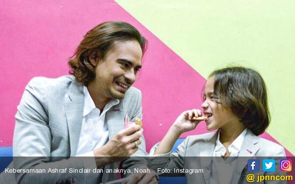 Ashraf Sinclair Tak Paksakan Anak Ikut Jejak Orangtua - JPNN.COM