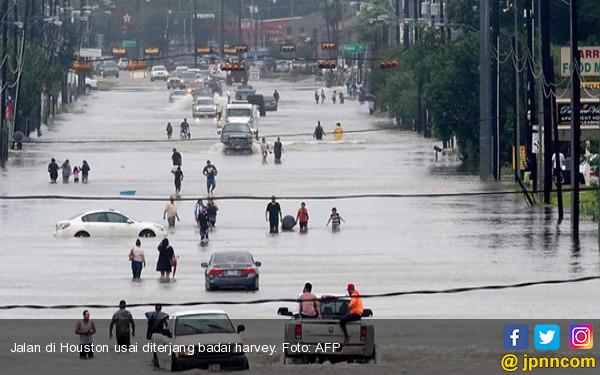 Harvey Hantam Texas: Jalanan Jadi Sungai, Puluhan Ribu Mengungsi - JPNN.COM