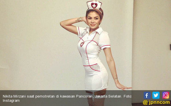 Nikita Mirzani Bisnis Boneka Mirip Wajahnya - JPNN.com