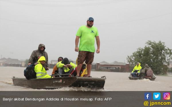 Hujan Deras, Bendungan di Amerika Meluap - JPNN.COM