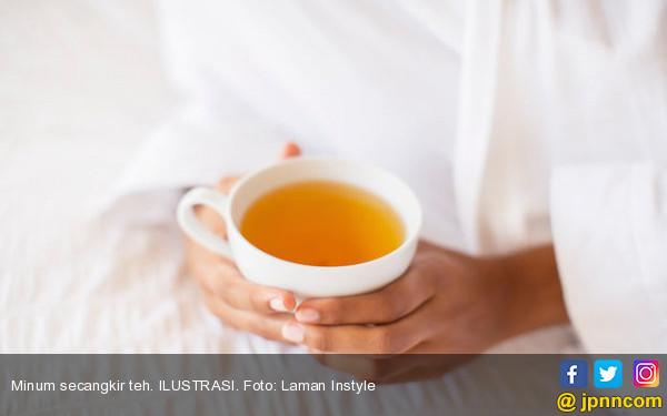 6 Kiat Minum Teh untuk Mencegah Gigi Kuning - JPNN.com