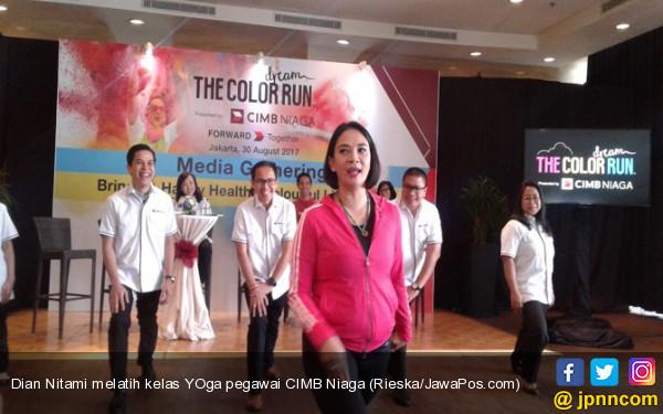 Dian Nitami Keranjingan Yoga Gara-Gara Suami - JPNN.COM