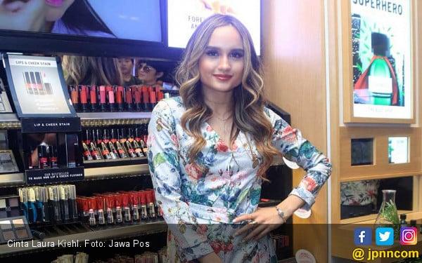 PascaFoto Mesra Beredar, Cinta Laura Putuskan Istirahat dari Media Sosial - JPNN.com