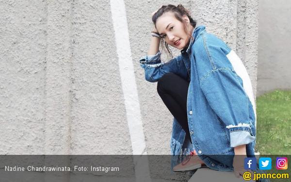 Ciee....Nadine Chandrawinata Beri Kejutan Ultah untuk Dimas - JPNN.com