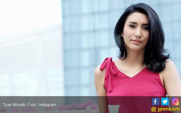Parfum Beraroma Klasik Jadi Andalan Tyas Mirasih - JPNN.COM