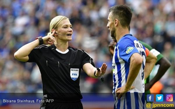 Bibiana Steinhaus, Polwan Pertama Pimpin Laga Bundesliga - JPNN.com