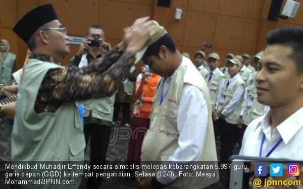 5.897 Guru Garis Depan Berangkat ke Tempat Tugas - JPNN.COM