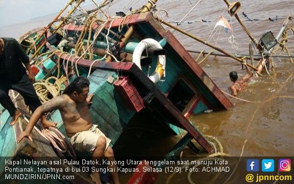 Kapal Nelayan Tenggelam, Lihat Itu Fotonya - JPNN.com