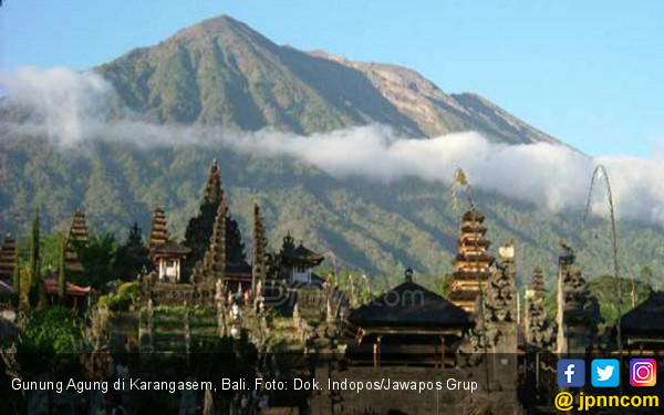 Status Gunung Agung Diturunkan dari Awas Jadi Siaga - JPNN.COM