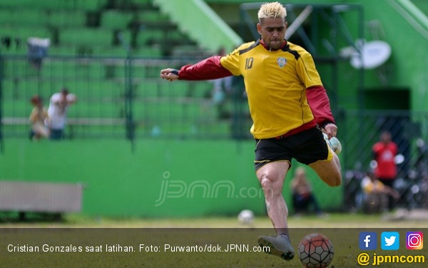 Persik Kediri Buka Peluang Rekrut Cristian Gonzales - JPNN.com
