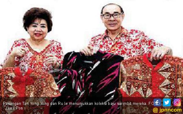 So Sweet, Pasangan ini Pakai Baju Couple Selama 48 Tahun - JPNN.COM