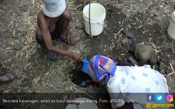 Polres Kirim Air Bersih untuk Korban Bencana Kekeringan - JPNN.COM