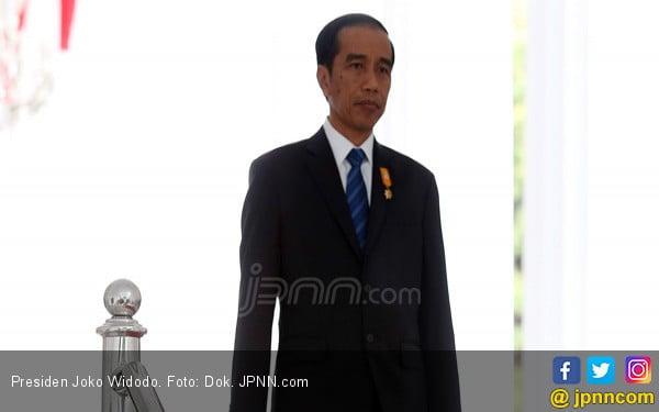 Jokowi Tantang Siapa yang Mau jadi Presiden Naik ke Panggung - JPNN.COM