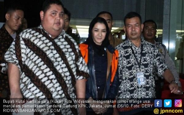Rita Widyasari Ditahan KPK, Tetap Senyum Manis - JPNN.COM