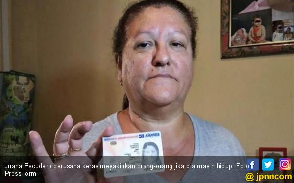 Setengah Mati Perempuan Ini Buktikan Diri Masih Hidup - JPNN.COM